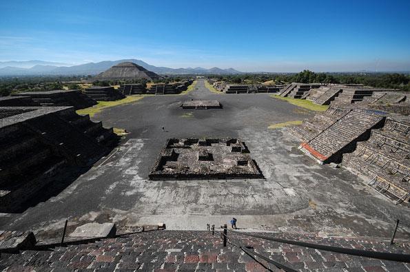 De Straat der Doden bij de pyramides van Teotihuacán