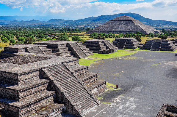 Uitzicht over Teotihuacan
