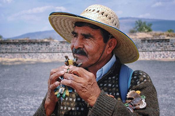 Souvenirverkoper bij Teotihuacan
