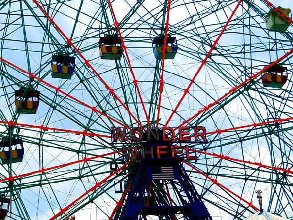 Het 'Wonder Wheel' in Astroland' op Coney Island
