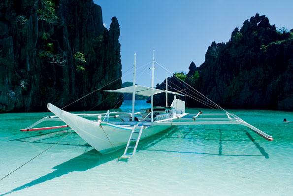 Een witte Wangka boot op de Filipijnen