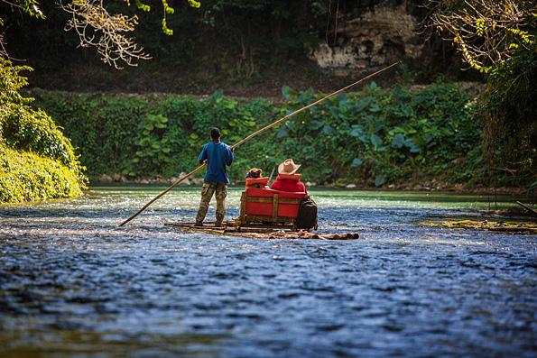 Bamboo rafting op Jamaica