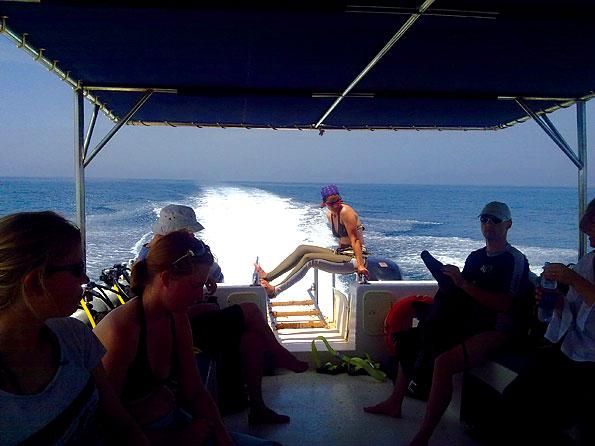 Op weg naar een duiklocatie voor de kust van Oman